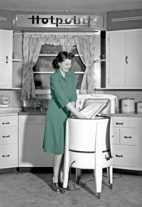 vintage-wringer-washer-washing-machine-colorized